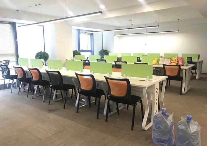 深圳龙华清湖地铁站附近新出精装配家私办公室245平出租图片6