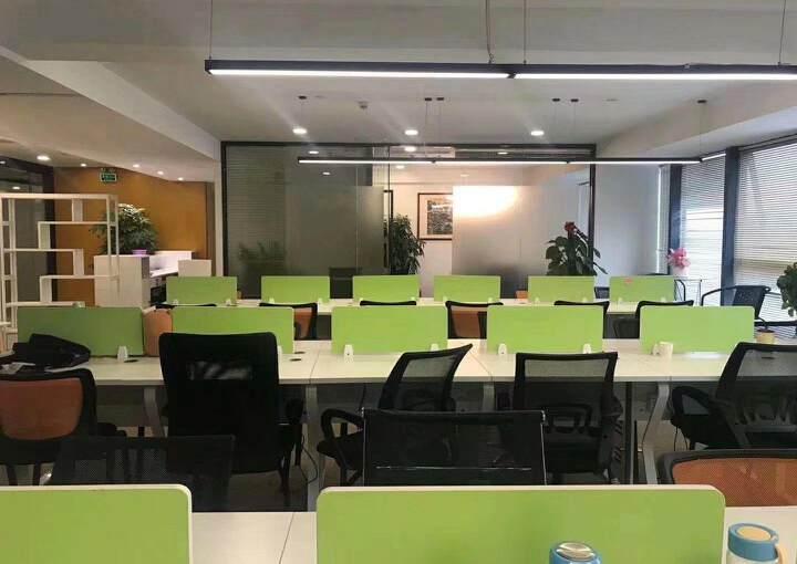 深圳龙华清湖地铁站附近新出精装配家私办公室245平出租图片5