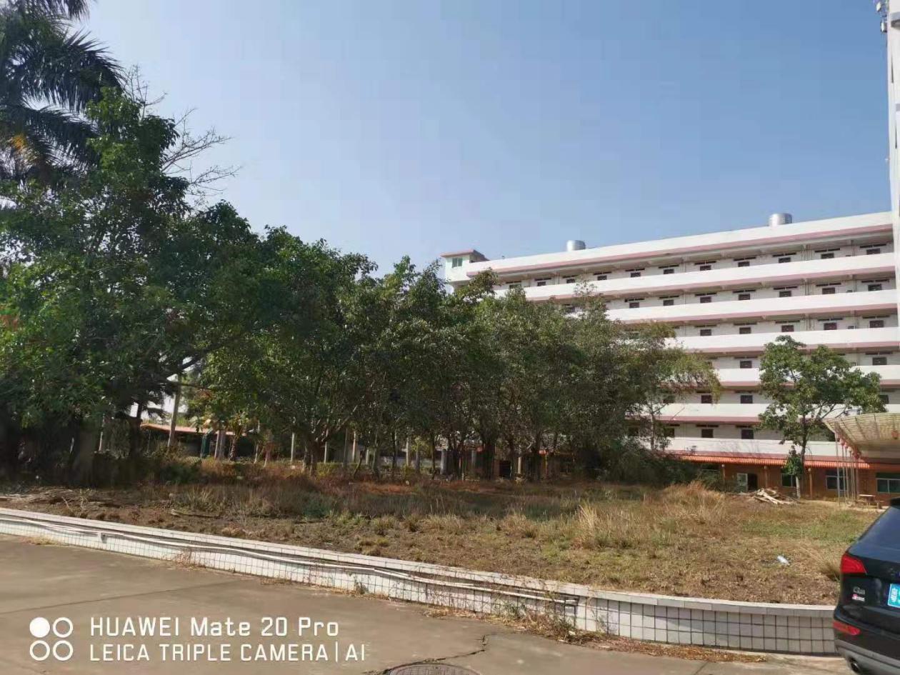 深圳市宝安区大型工业园内,花园式独院厂房出售,绿化环境好。