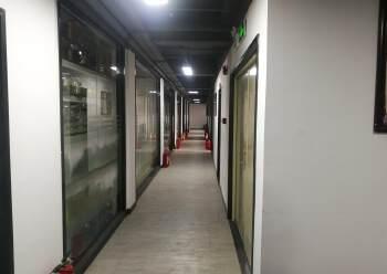 龙岗中心城新生整层精装办公图片1