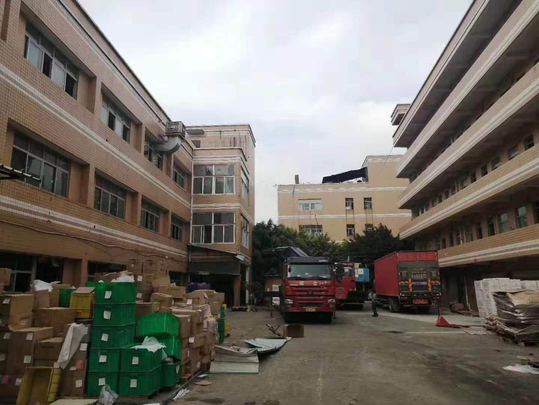 平湖清平高速出口800米独院1-3层6100平米红本厂房出租
