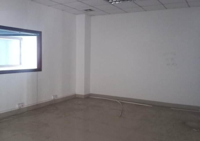 观澜新出楼上厂房1200平报价22元每平,园区空地大形象好