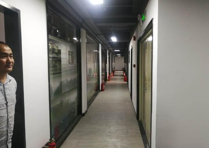 龙岗中心城新生整层精装办公图片2