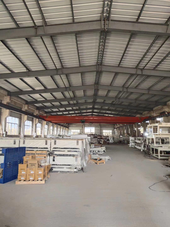独院单层钢构带行车厂房,空地大,高12米,形象好。