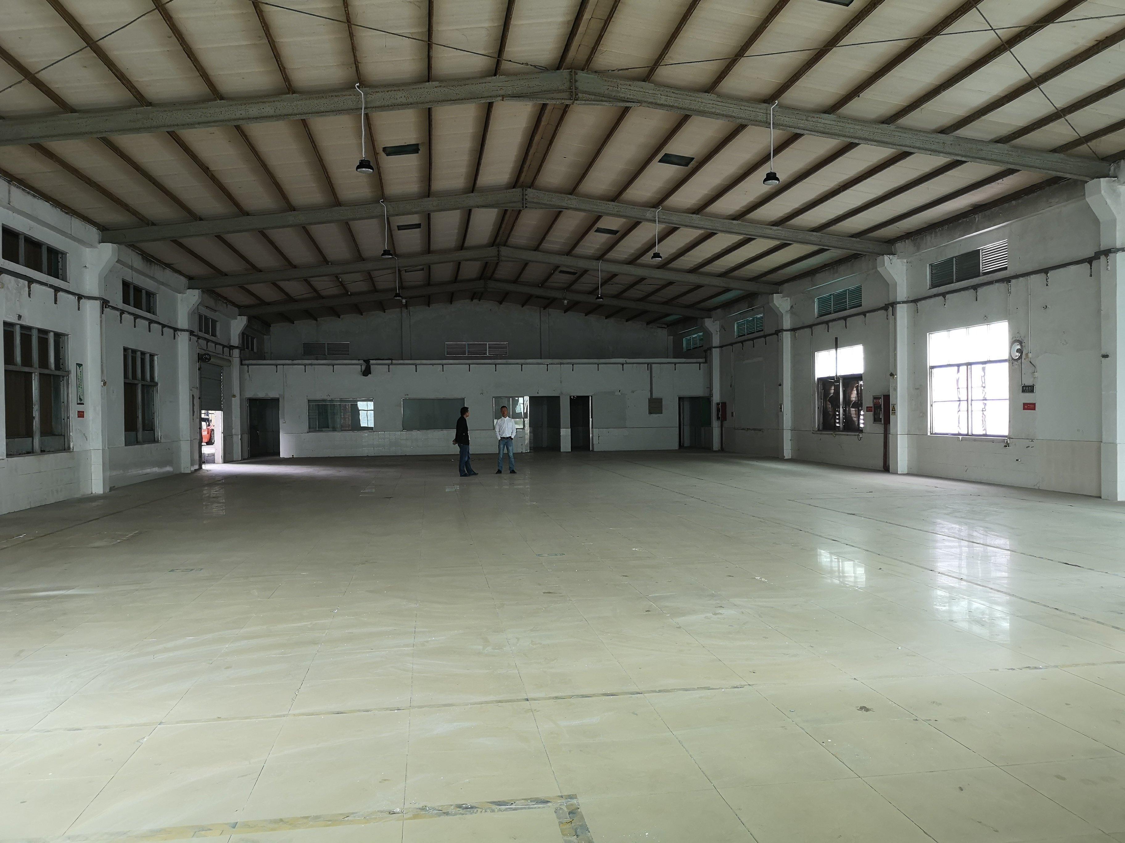 横岗地铁站附近一楼1000平方单层7米厂房出租