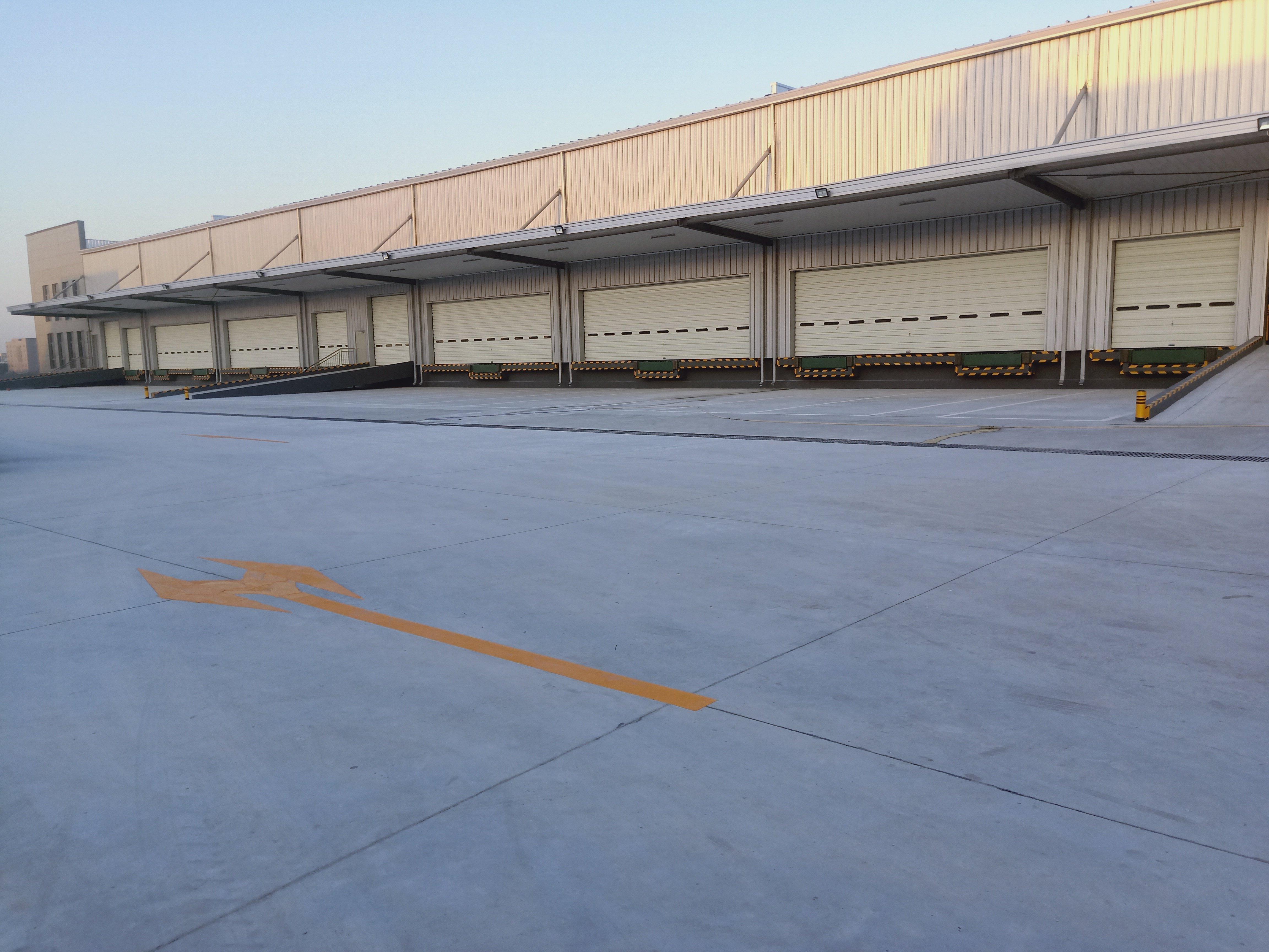 东莞麻涌标准物流仓库9800平方带卸货平台空地超大可分租
