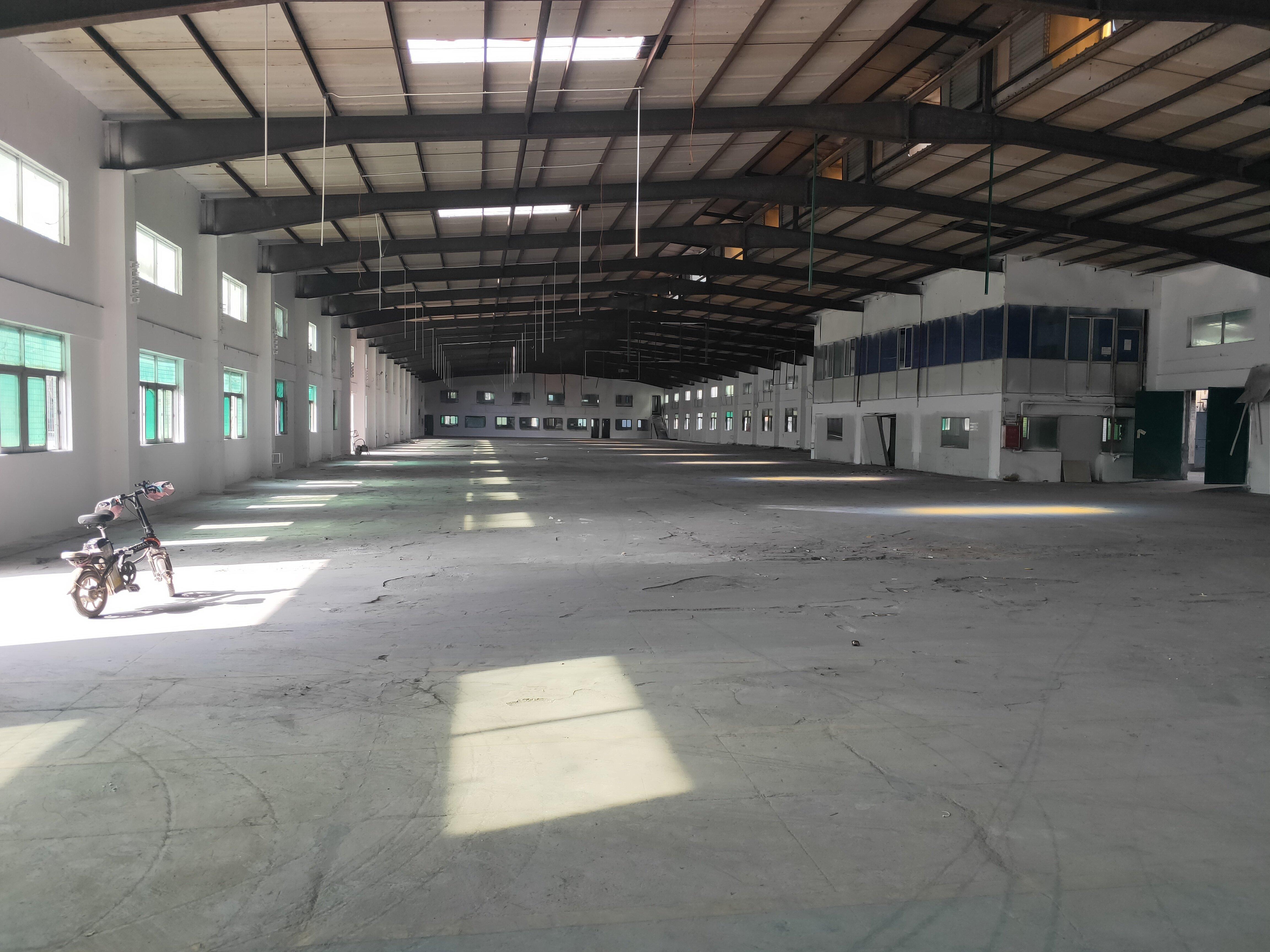 塘厦高速出口附近楼上钢结构仓库3000平方低价8元招租