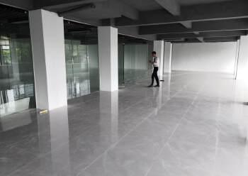 简装380平米办公室即租即用免中介费图片2