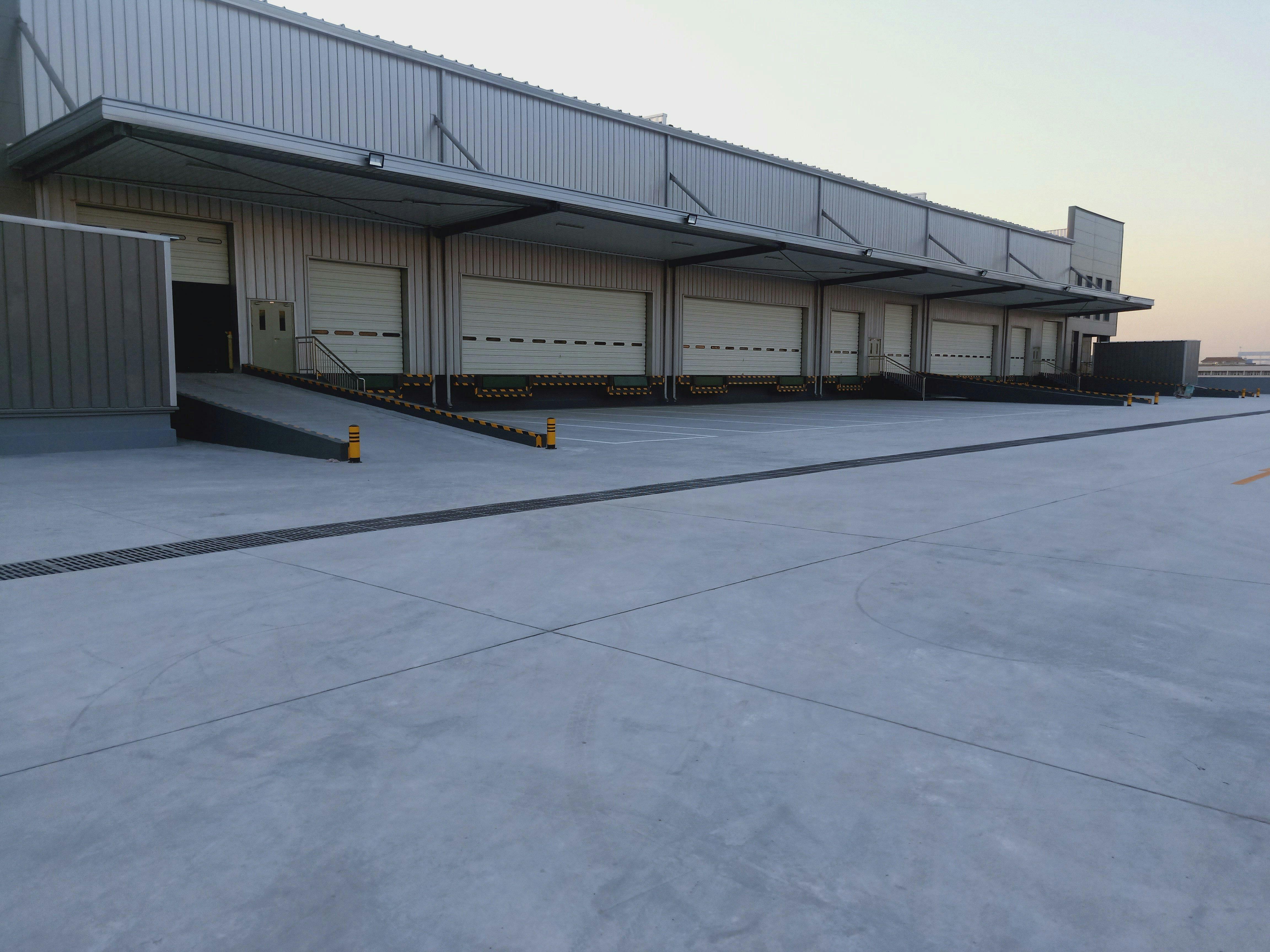 东莞麻涌高台标准仓库1.4万平方招租空地超大带月台