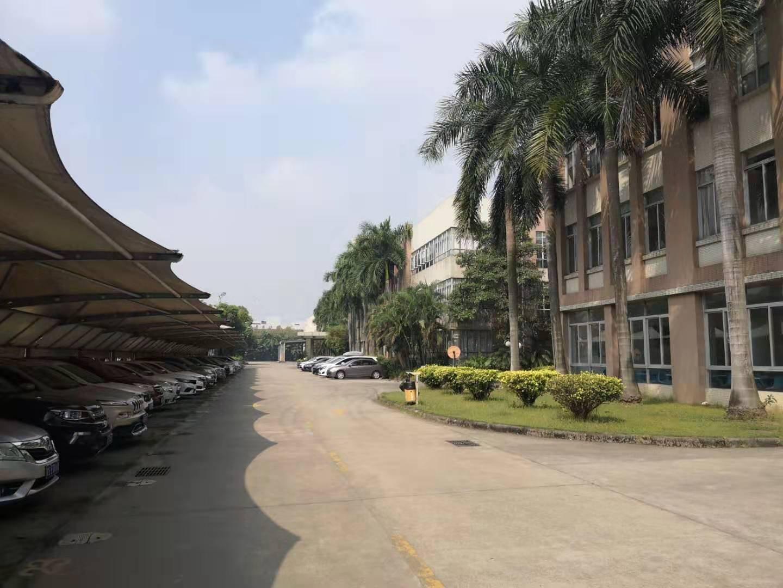 长安乌沙大润发旁新出楼上1200平方精装修厂房。