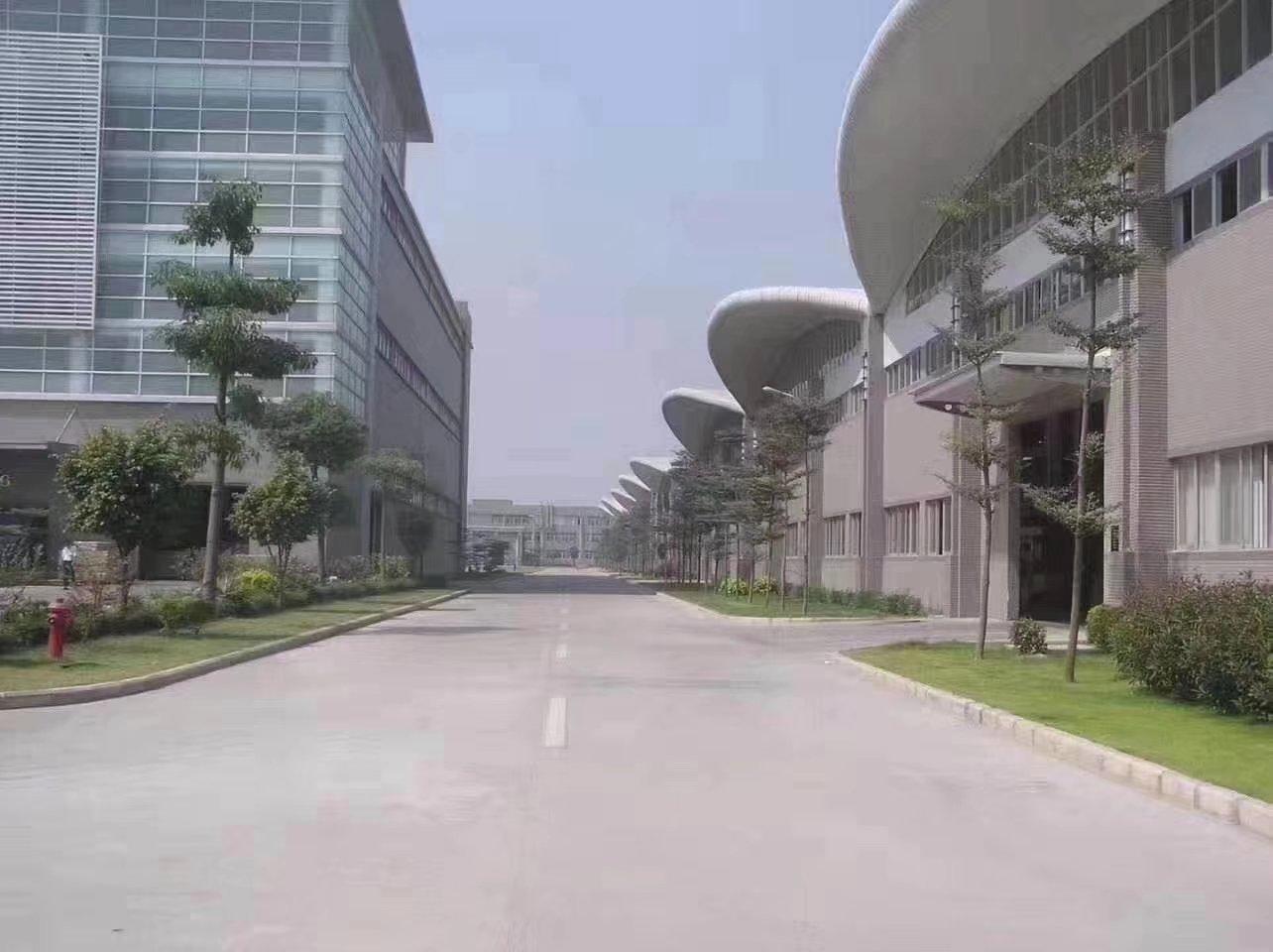 超大空地花园式重工业厂房