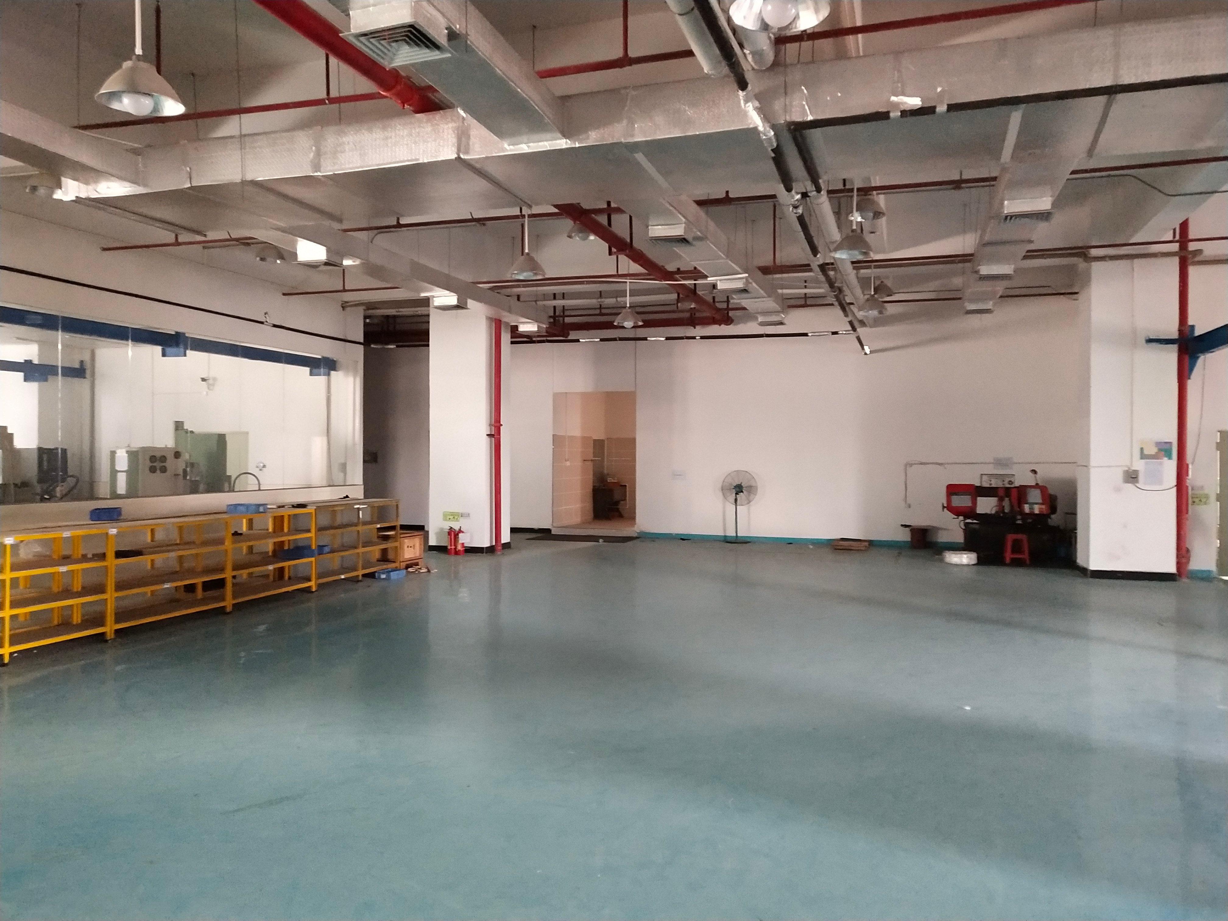 长安乌沙新出楼上整层精装修厂房3000平方,价格优惠。