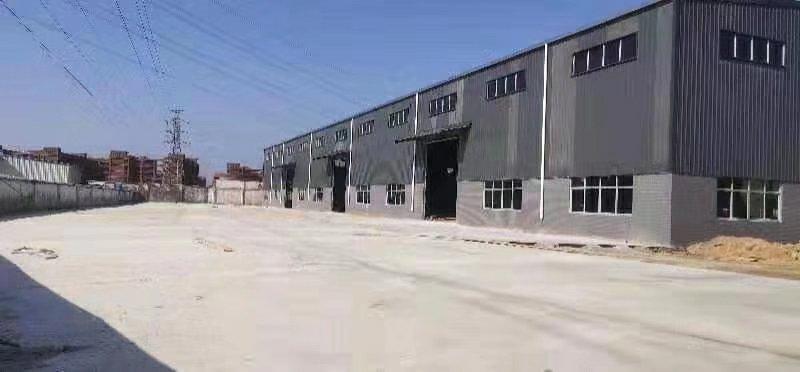 石龙高速路口旁新出单一层重工业厂房