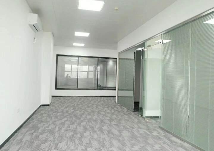 清湖地铁口附近办公室155平2+1格局豪华装修图片5