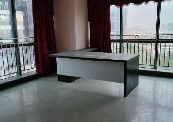 横岗地铁口100米甲级办公室288平办公室出租图片3