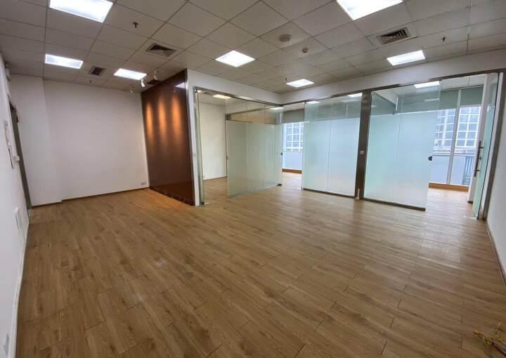 龙岗珠江广场精装修3+1户型办公室!有红本!电梯口户型图片1