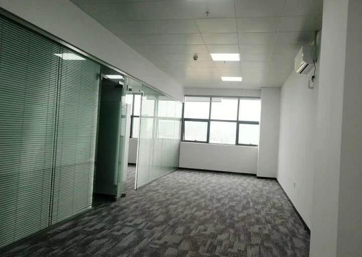 清湖地铁口附近办公室155平2+1格局豪华装修图片3