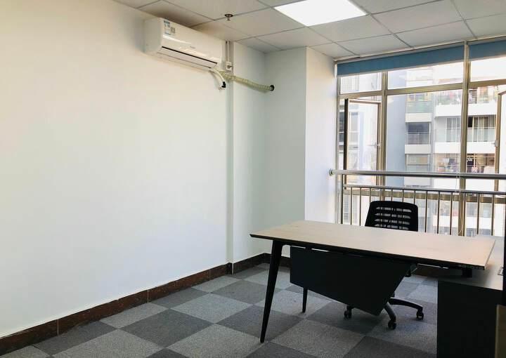 西乡地铁口,精装修150平带家私出租图片4