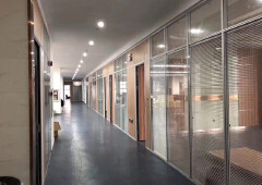 30平起龙岗中心城天虹商场附近新出精装修办公室出租免转让费