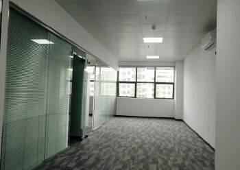 清湖地铁口附近办公室155平2+1格局豪华装修图片4