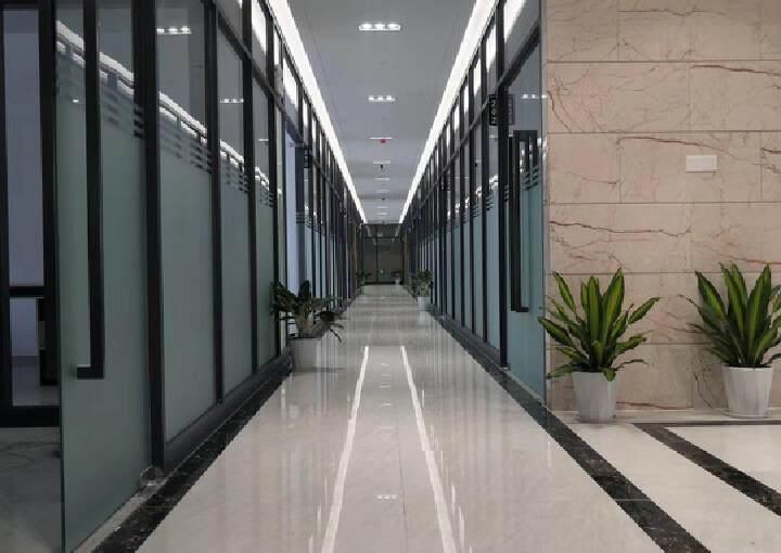 宝安区西乡固戍地铁口68平写字楼带装修出租图片2