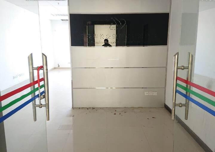 龙华民治商业中心区小面积118平带隔间采光好图片2