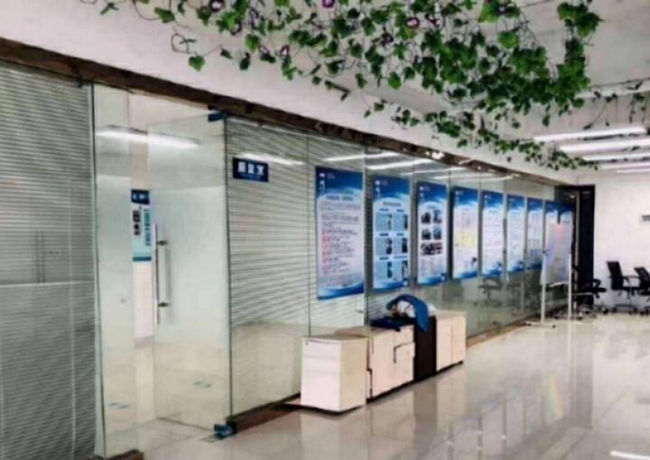 龙华繁华地段楼上新出一套小面积的办公室出租图片2