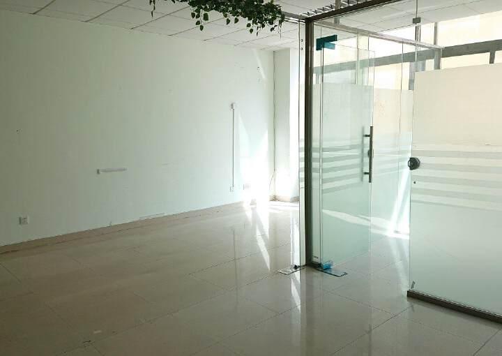 龙华民治商业中心区小面积118平带隔间采光好图片1