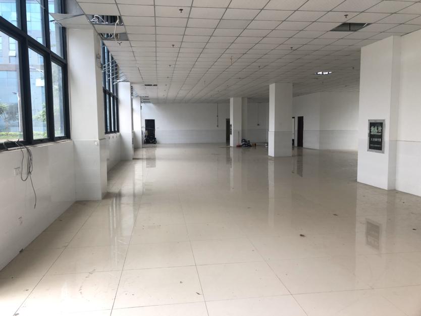 坪山大工业区一块厂房7米高带装修适合办公仓库等