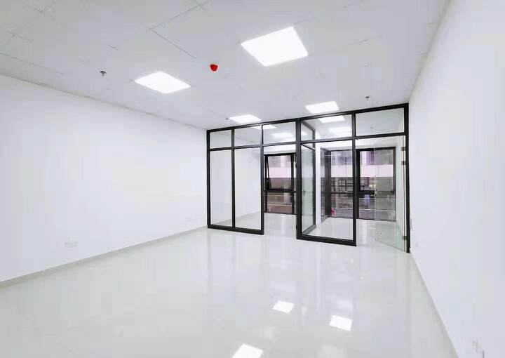 宝安区西乡固戍地铁口68平写字楼带装修出租图片4
