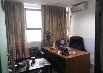 龙华清湖地铁站附近楼上新出一套带全套家私办公室出租图片3