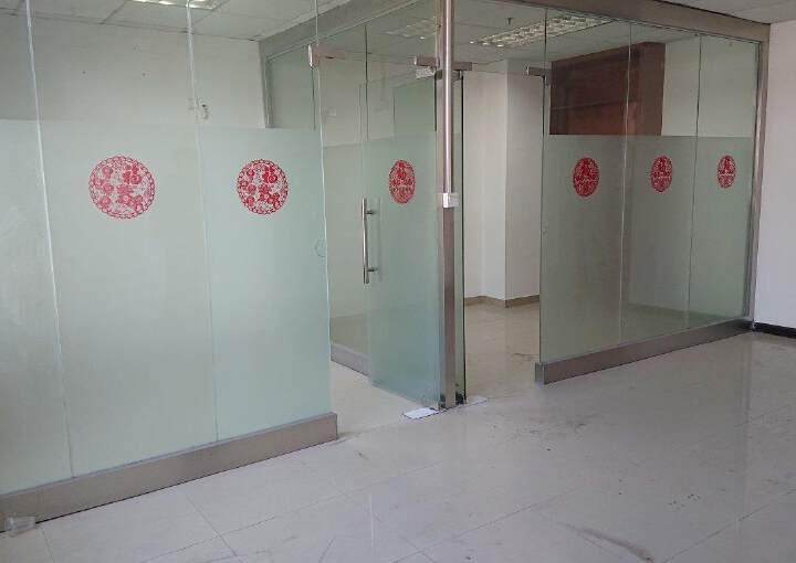 龙华民治商业中心区小面积118平带隔间采光好图片3