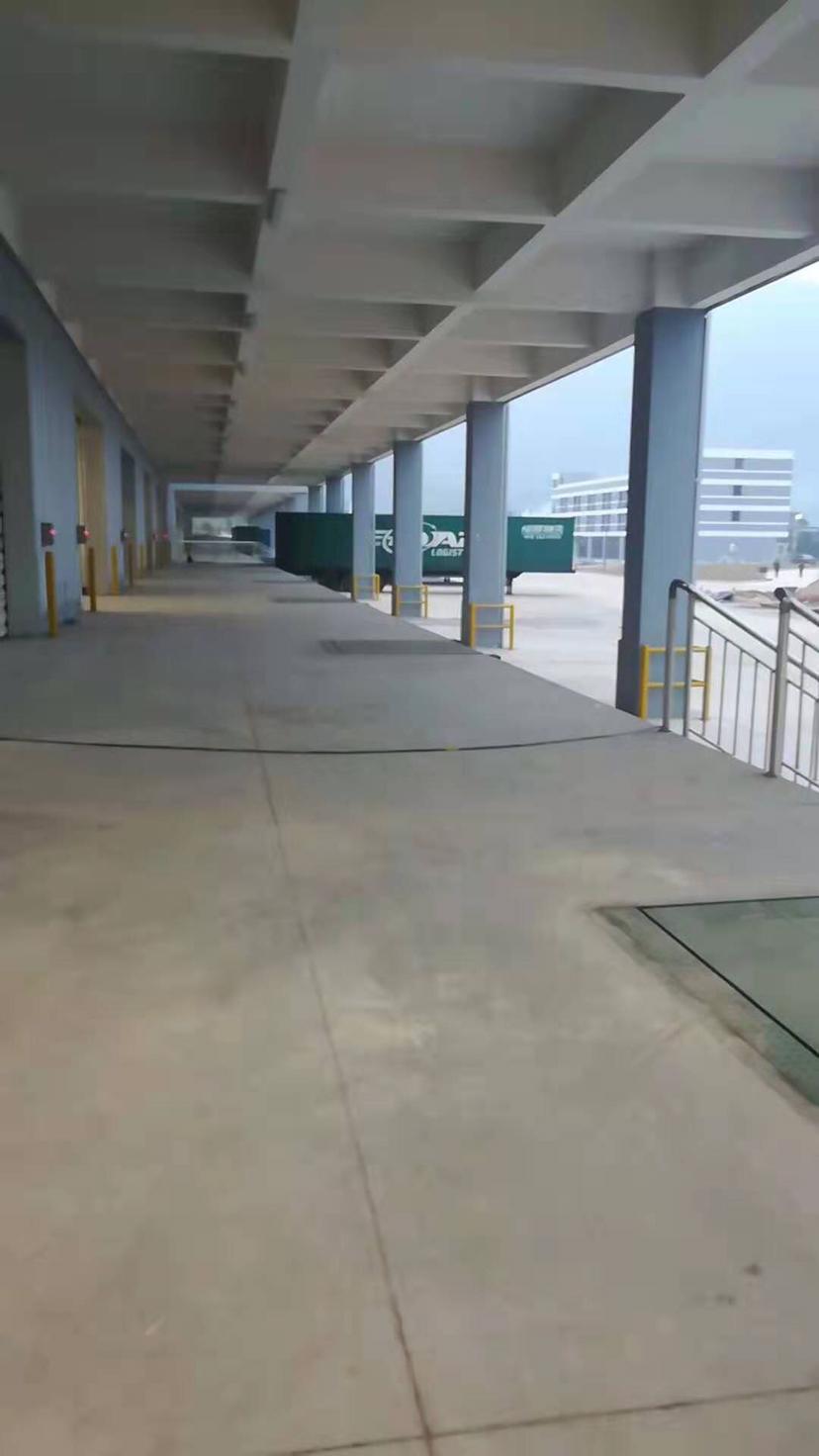 东莞市南城区新出高台物流仓55000方,空地70000方。