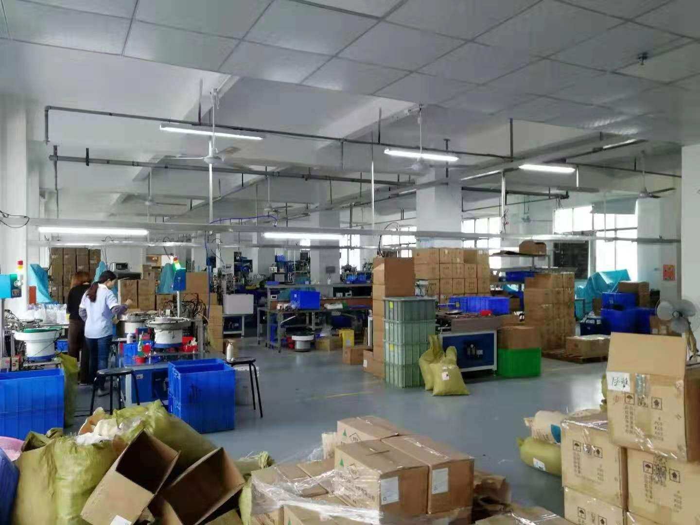 仲恺区高速路口附近工业园三楼厂房2500平出租,现成装修!