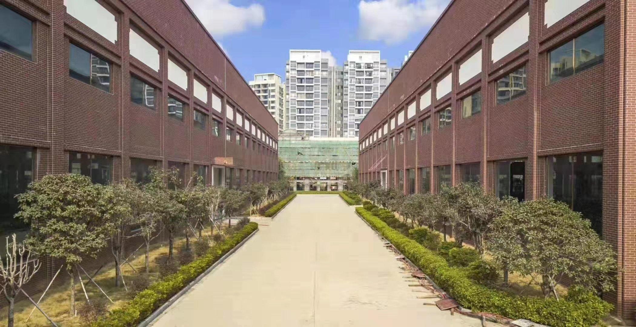 松岗高速出口附近5万平花园厂房证件齐全超大空地交通便利层高