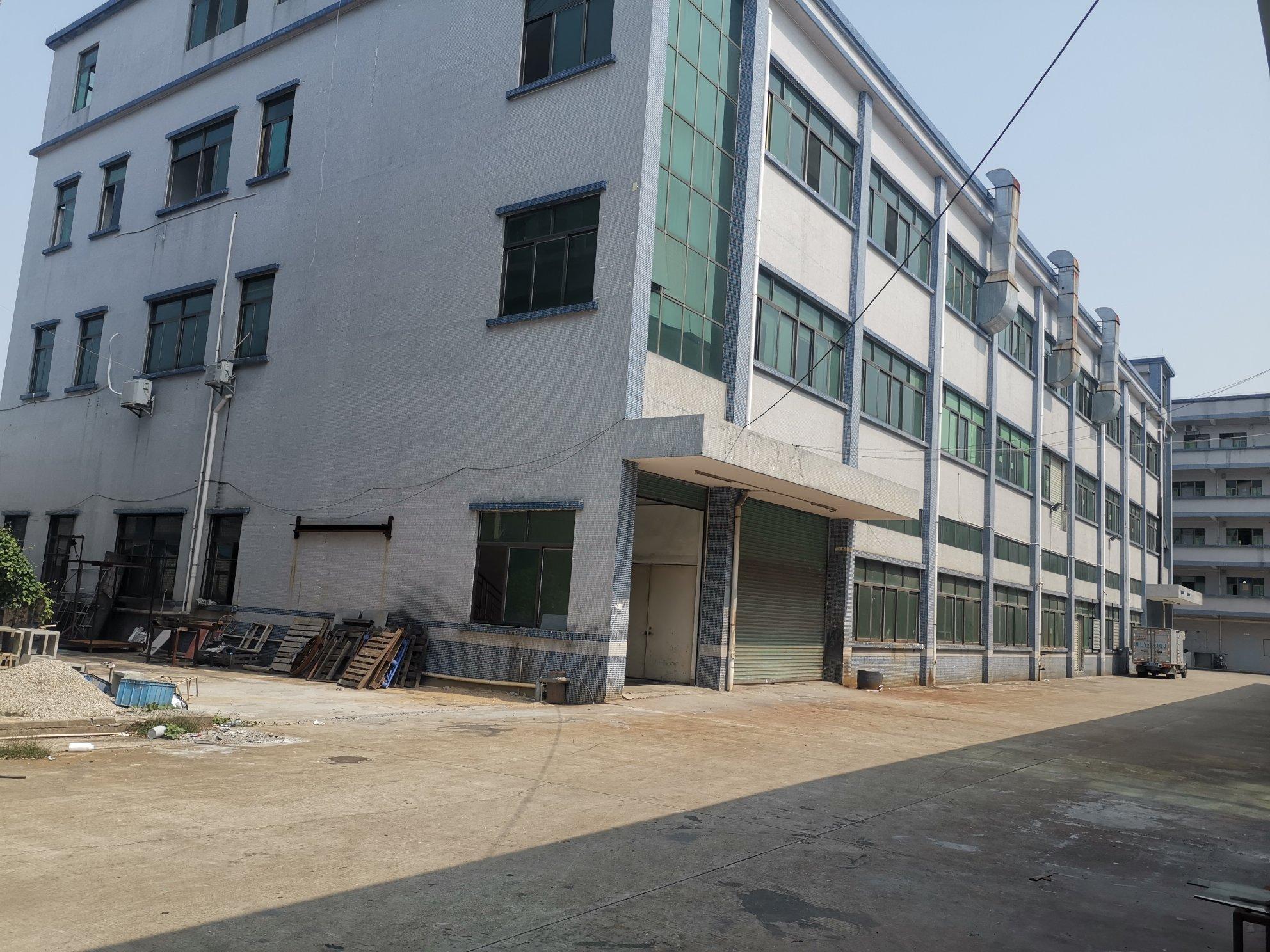 石湾镇标准厂房三楼2000平方有电梯带装修
