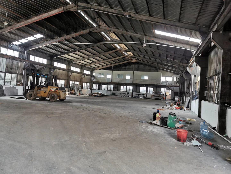 占地面积10300建筑面积7900平方钢结构厂房出售