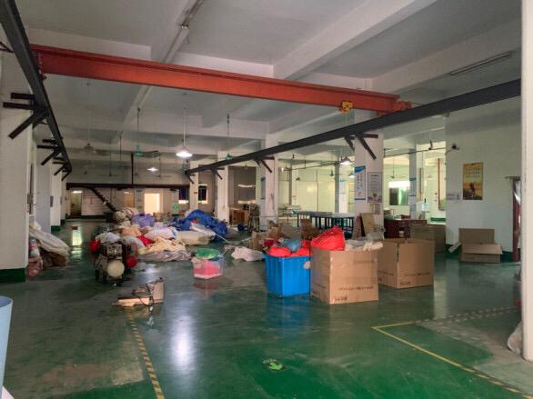 标准厂房一楼1100平方,带行车,有现成地坪漆和办公室。现房