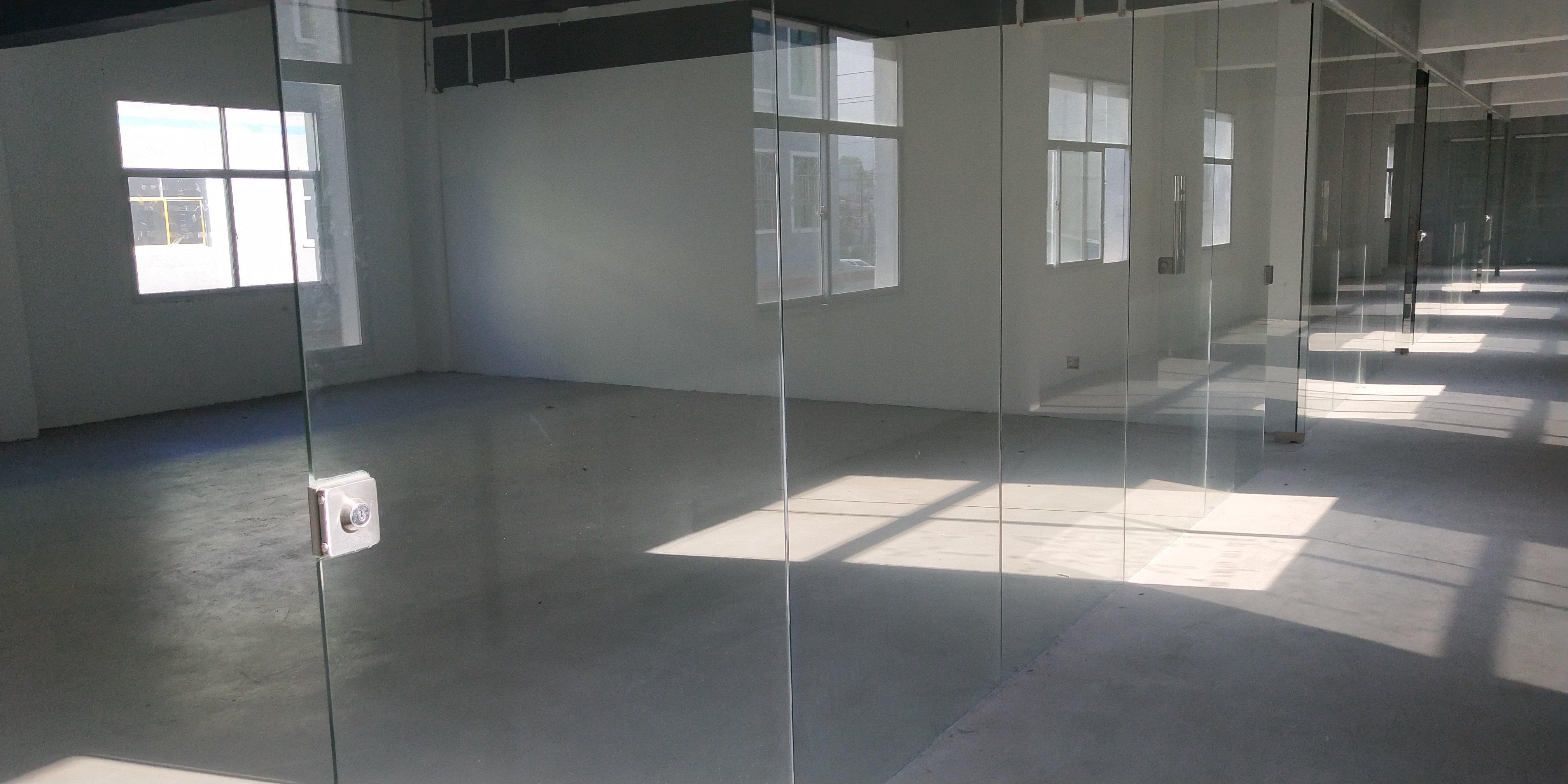 龙岗区横岗新出带装修办公加仓库格局厂房800平报价20元