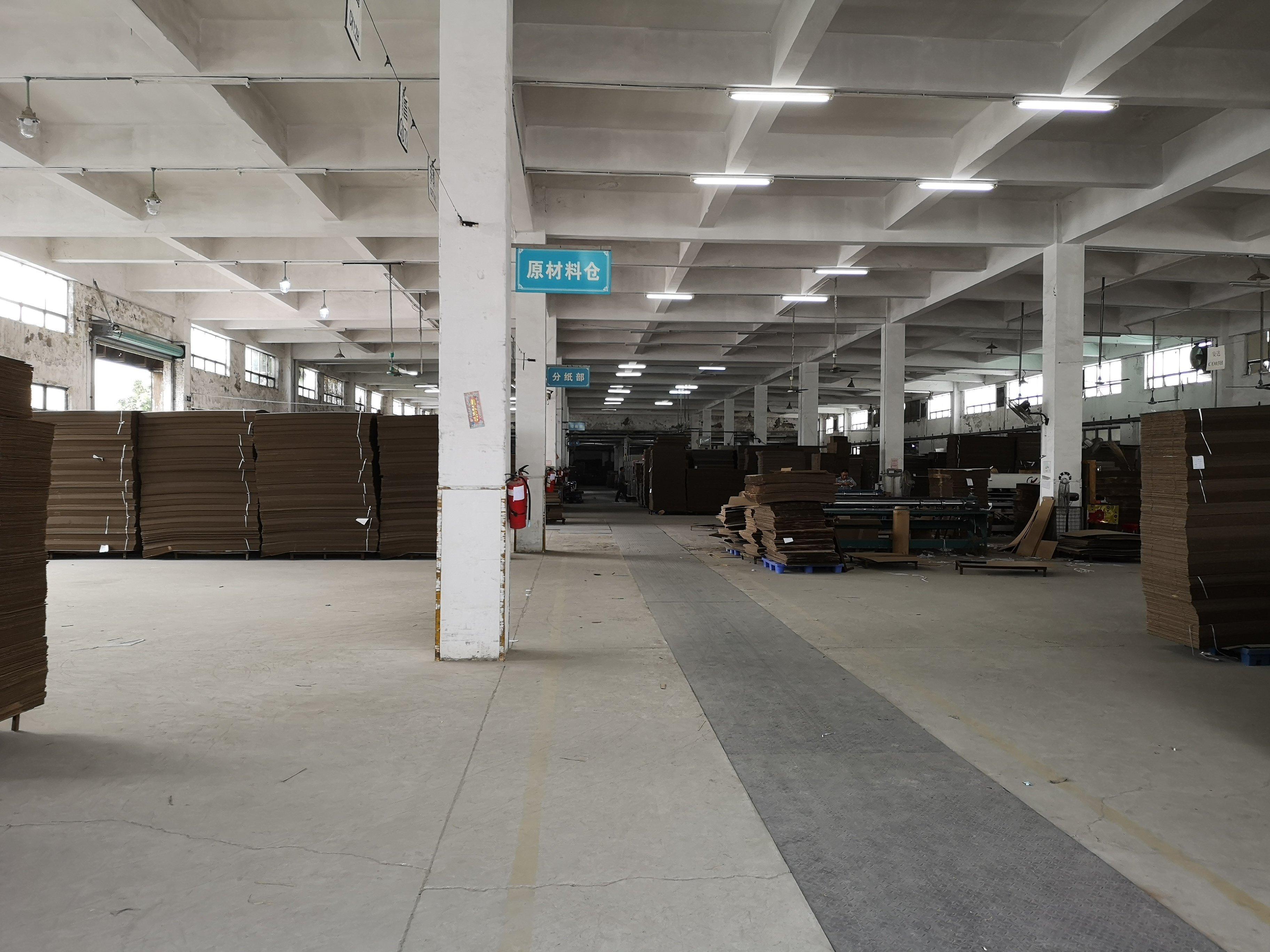 永湖地铁站附近一楼1750平厂房出租层高6.5米