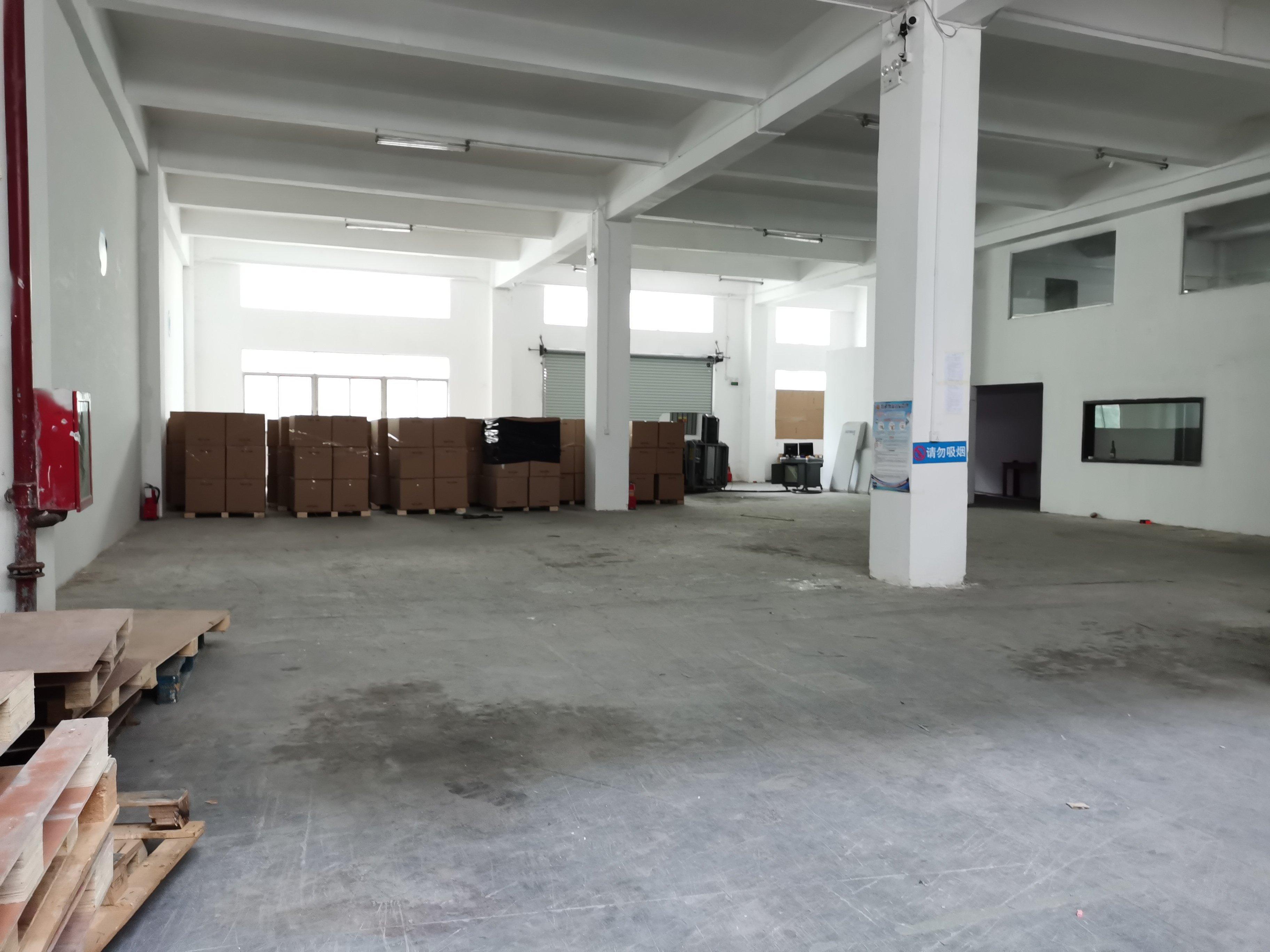 福永和平新出一楼1200平方物流仓库,现成装修,拎包入住