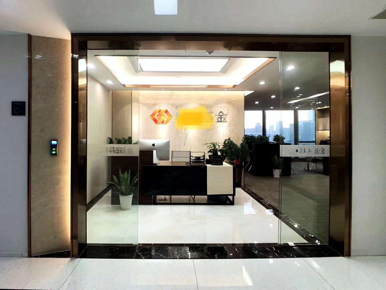 正电梯口看市民中心,4+1格局现成家具写字楼出租