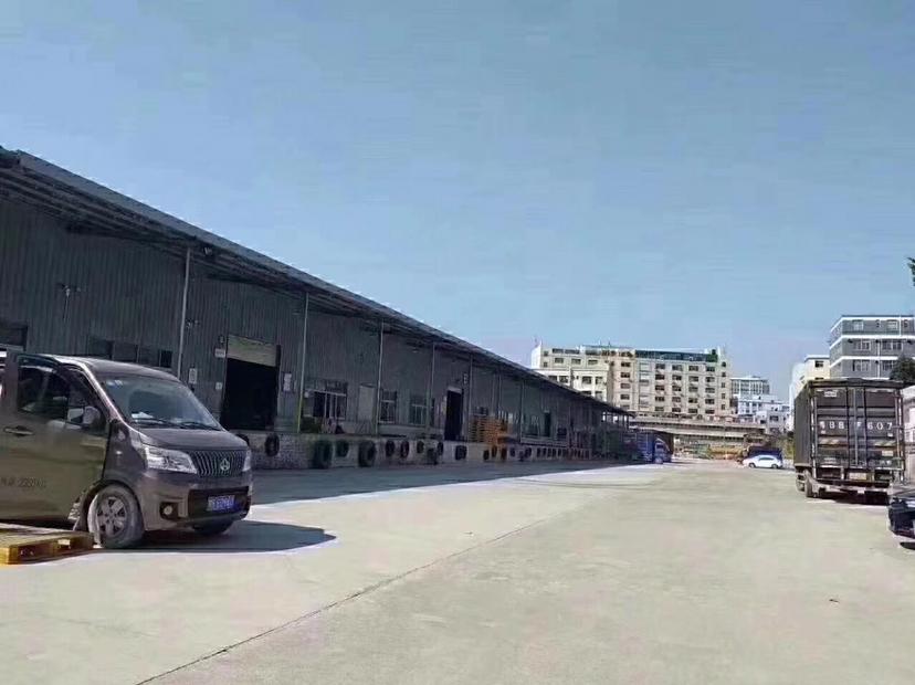 石岩标准物流仓库8875平,空地超大,适合仓储行业高速路口旁
