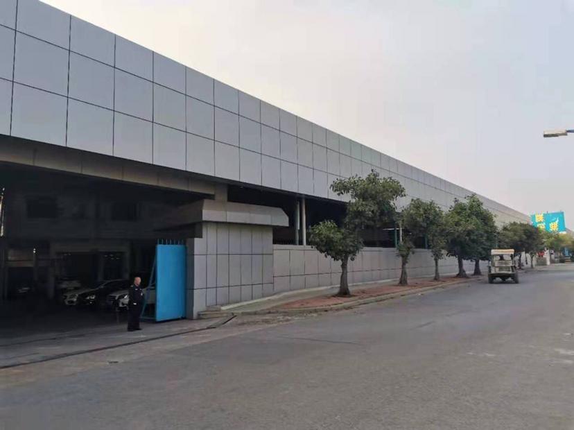 石湾新出24000平钢结构万博app官方下载,高度7米,高速路口出来近。