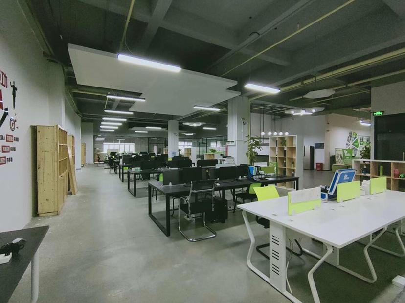龙华清湖地铁站红本电商园1388平精装修招租,9+1格局-图3