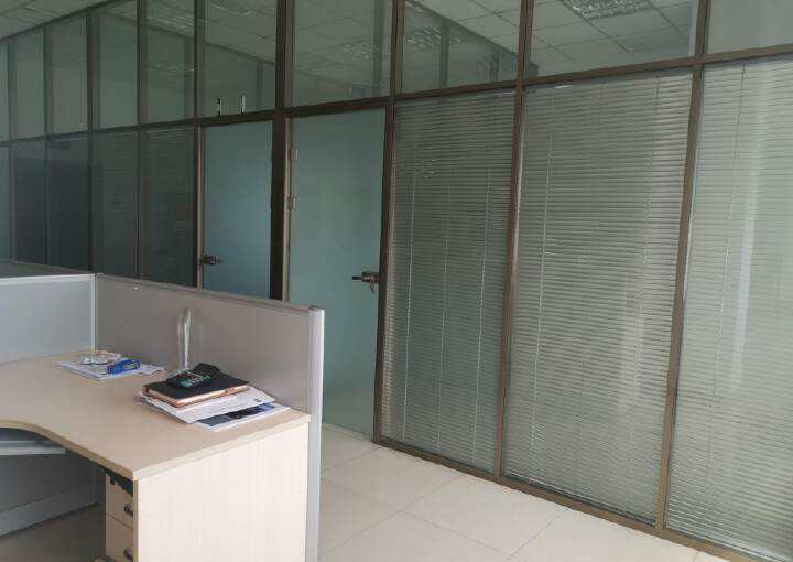 550平精装修办公室可注册生产型企业带家具空调图片4