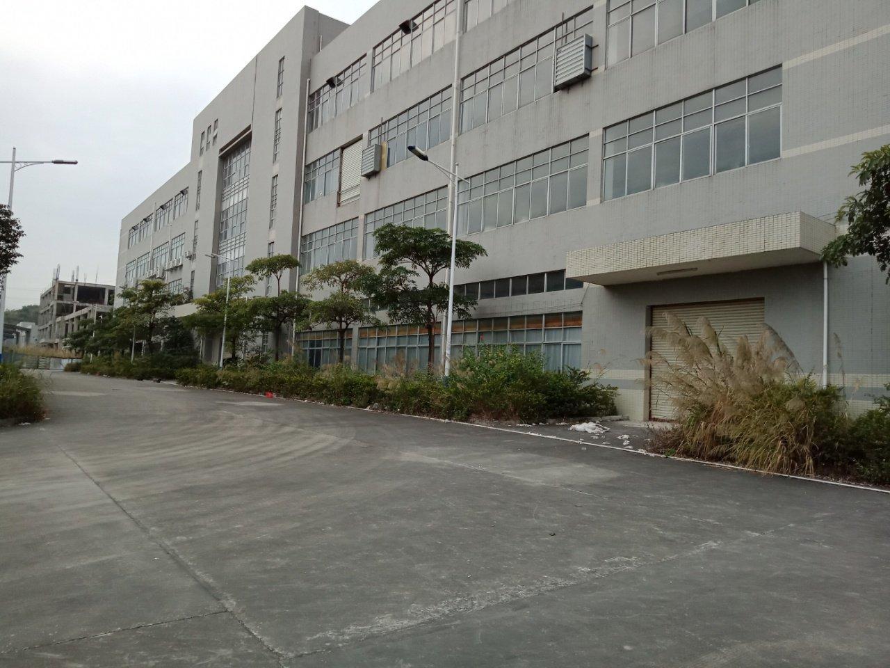 平湖新出。一到四层16000平米电商仓库。靠近火车站。