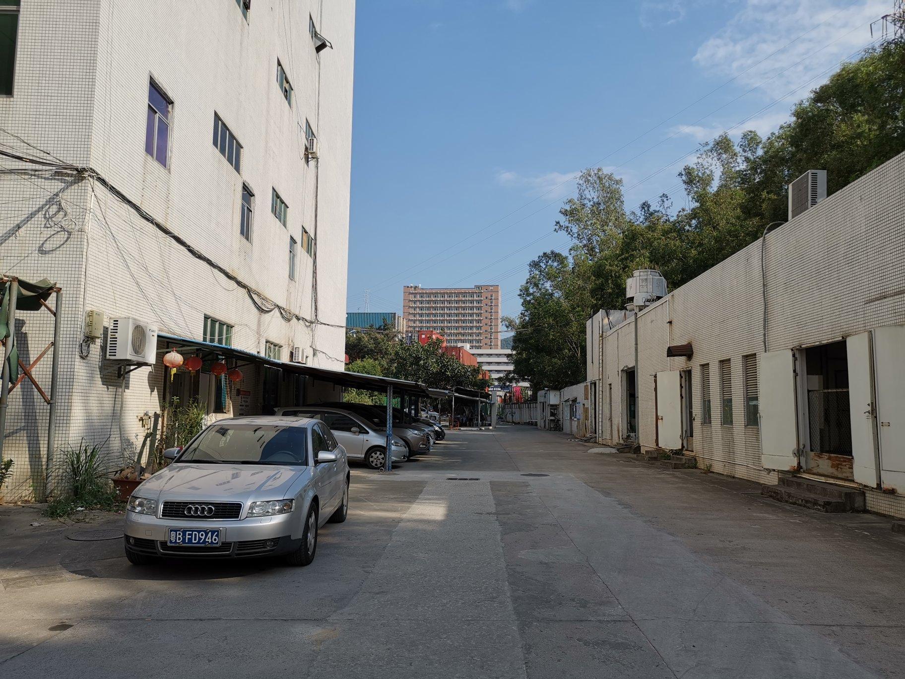 龙岗横岗六约沙荷路旁一楼1000平,楼上2400平厂房出租