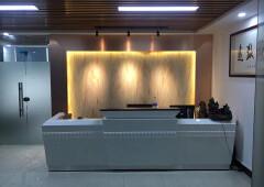 龙华清湖新出楼上带精装修办公室出租170平2+1格局、家私齐