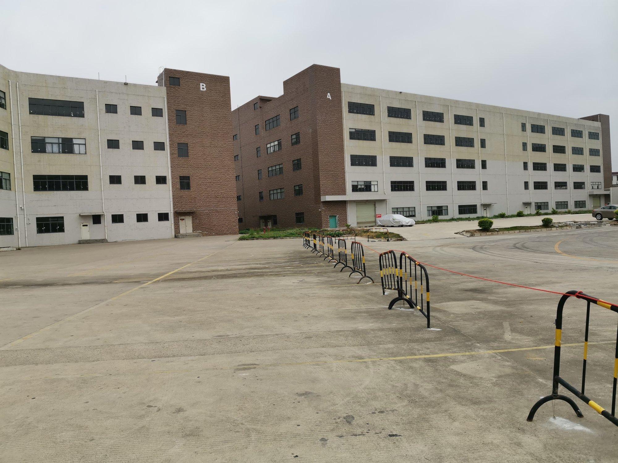 坪山区大工业区原房东红本独院厂房实际面积出租。